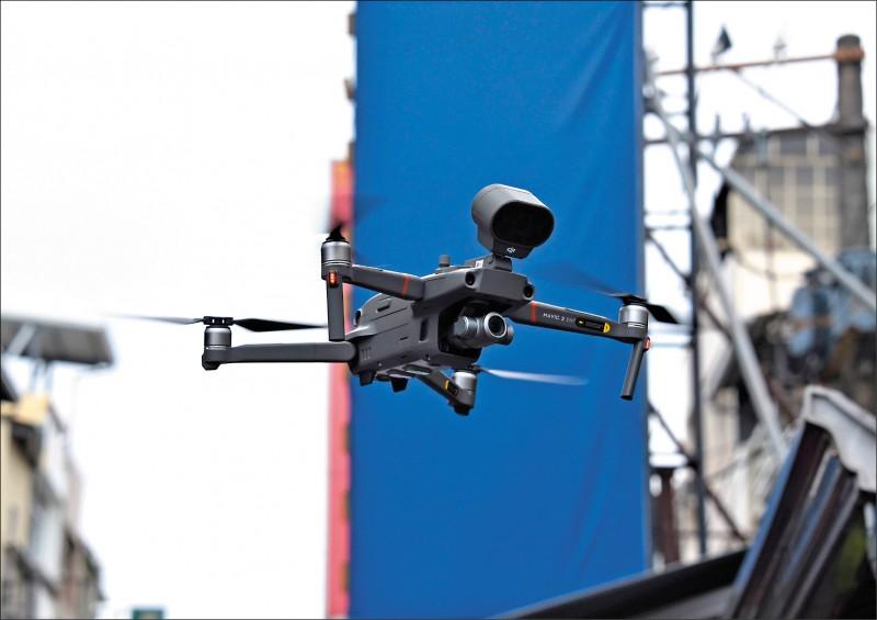 立委質詢指出,政府各部會採購的無人機中,逾七成是中國製,經電信技術中心檢測,部分確有資安疑慮;圖為中國大疆(DJI)無人機。(資料照)