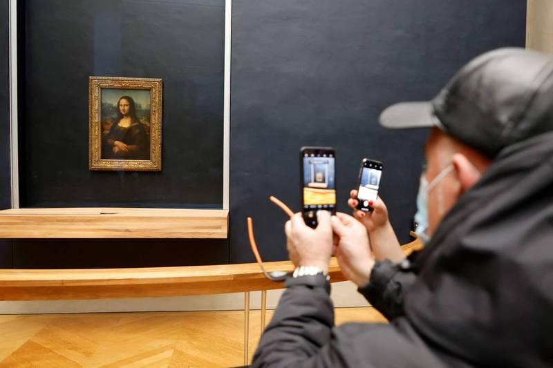 按羅浮宮當前的規定,一般遊客僅被允許遠觀《蒙娜麗莎》,無法近距離細細欣賞。(法新社)