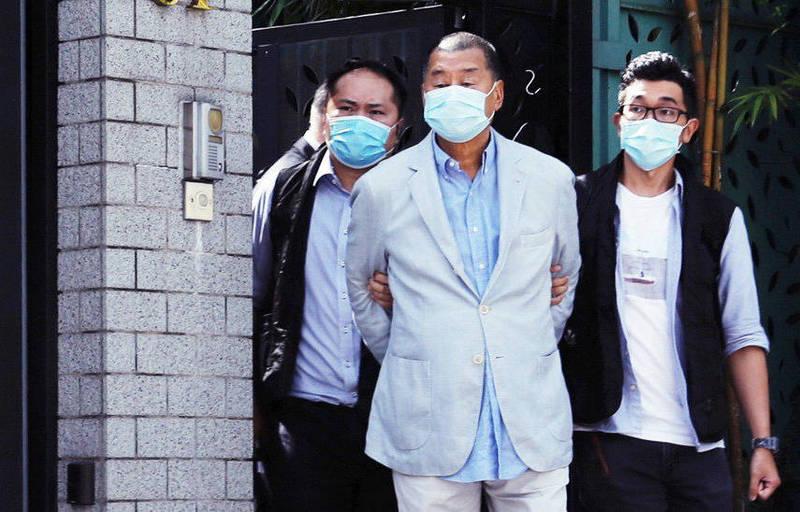 壹傳媒創辦人黎智英等3名高層,被警方以涉嫌欺詐罪扣查通宵,今晨將被押往法院應訊。(路透資料照)
