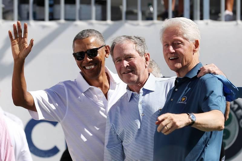 美國前總統歐巴馬(Barack Obama,圖左)、小布希(George W. Bush,圖中)、柯林頓(Bill Clinton,圖右)2日宣布,一旦武漢肺炎的疫苗通過美國食品暨藥物管理局(FDA)批准,3人願意在鏡頭前公開施打疫苗。(美聯社資料照)