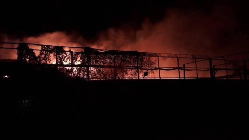 崙背豐榮垃圾場3日深夜11點多起火燃燒。(民眾提供)