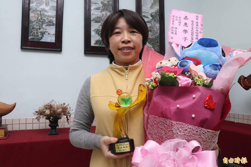42歲宜蘭縣立東光國中老師詹蕙如,在「109年教育部友善校園獎」獲頒傑出導師獎,全國僅2名老師獲得這項殊榮。(記者林敬倫攝)