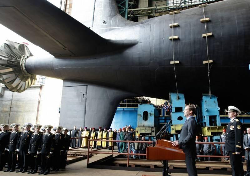正在進行最終測試的俄羅斯855M型「亞森級」核子動力潛艦二號艦「喀山號」近日完成「縞瑪瑙」超音速反艦飛彈試射,圖為同型艦「北德文斯克號」下水前樣貌。(美聯社資料照)