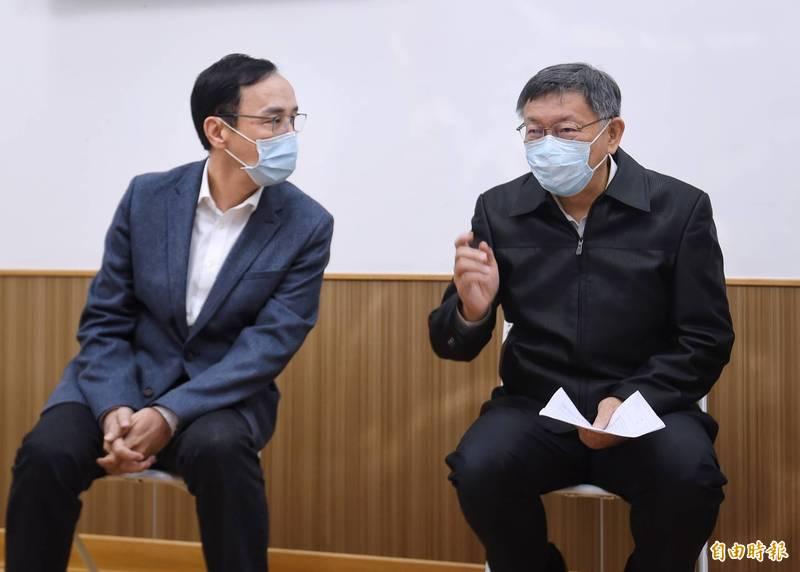 台北市社會局推動「銀光守護貼推廣計畫」,市長柯文哲、前新北市長朱立倫應邀出席。(記者方賓照攝)