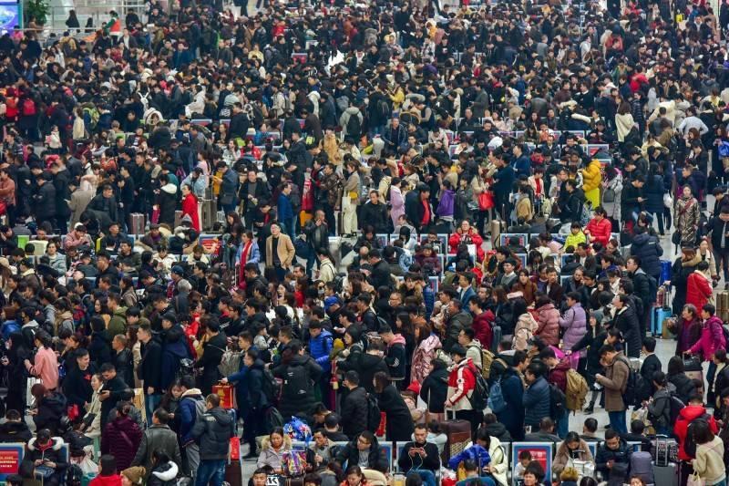 中國官方提前為2021春運召開防疫會議,坦言壓力龐大。圖為中國春運。(路透檔案照)