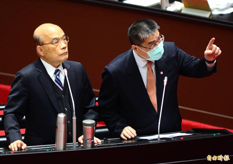 立法院院會,行政院長蘇貞昌(左)、內政部長徐國勇(右)備詢。(記者王藝菘攝)