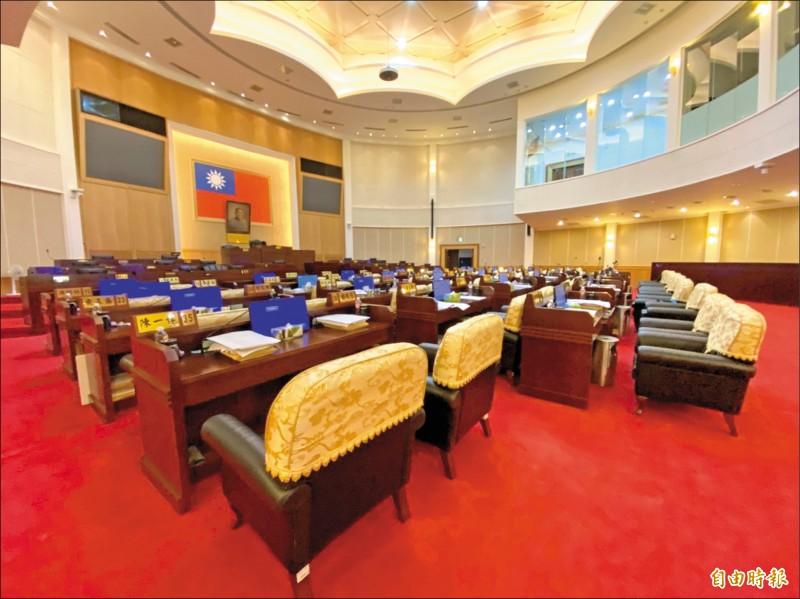 彰化縣議會昨天上午11點10分宣布開會,11點32分宣布散會,前後只有22分鐘,中午不到,議事大廳空蕩蕩。(記者張聰秋攝)