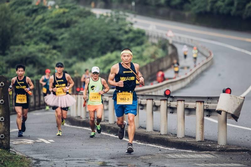 新北市鐵道馬拉松接力賽6日開跑,賽事路線注意交通管制。(新北市觀光旅遊局提供)