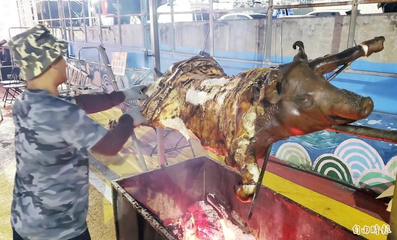 「免費吃」雪恥了!凱旋青年夜市抽大獎 攤商加碼放送烤乳豬