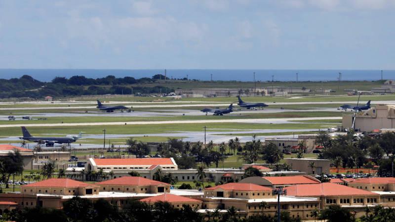近期美國傳出為分散關島安德森空軍基地(見圖)遭導彈飽和攻擊的風險,計畫在西太平洋增建一個新空軍基地,初步規劃設在美國海外領地、西太平洋戰略要地北馬利安納群島邦的天寧島。(路透)