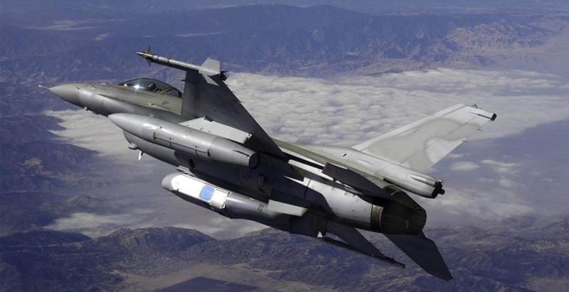 美軍戰機機腹下搭載MS-110偵照莢艙進行遠距偵照任務。(圖:取自Collins Aerospace公司網站)