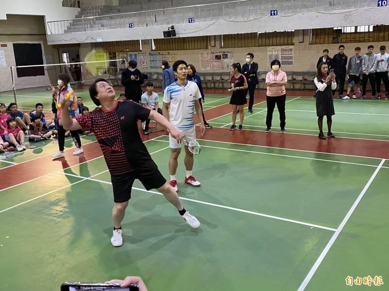 羽球》周天成指導基隆小選手 林右昌:全力相挺