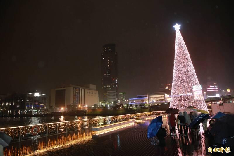 基隆港今夜點燈!17米LED聖誕樹照亮台灣頭