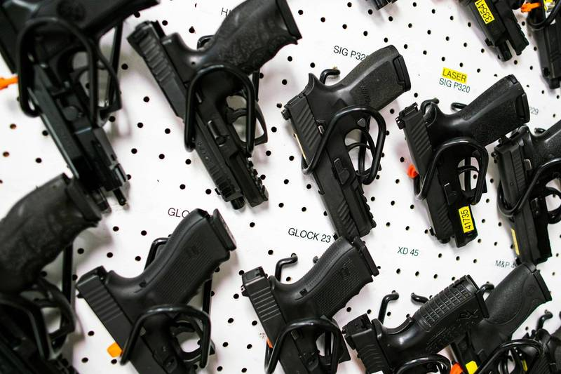 美國5歲男童上課時從背包掏出槍枝。美國槍械示意圖。(路透)
