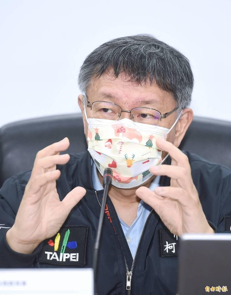 台北市政府率先全國成立跨局處的府級資料治理委員會,7日舉行成立記者會,市長柯文哲出席主持,並接受媒體採訪。(記者方賓照攝)