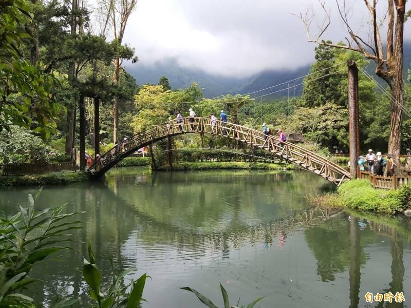 溪頭擁有得天獨厚自然景觀,此為溪頭自然教育園區大學池。(記者張協昇攝)