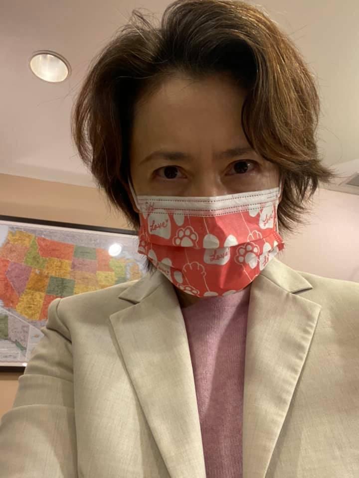 駐美代表蕭美琴今(8)日稍早宣布隔離出關,不少網友驚呼「美琴妳瘦了,請保重身體」、「大使妳好像睡眠不足呀,保重」。(圖擷取自蕭美琴臉書)