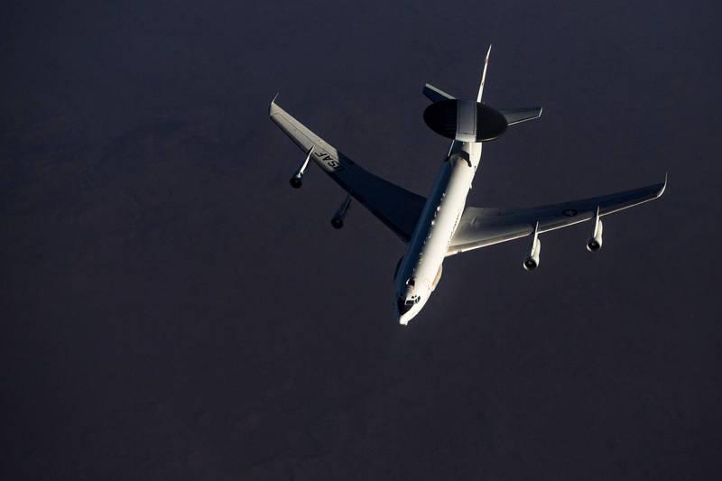 民間飛行器追蹤網站「No callsign」今日表示,美國空軍E-3B空中預警機(見圖)及偵察機昨日起接連2天現身朝鮮半島上空。(路透)