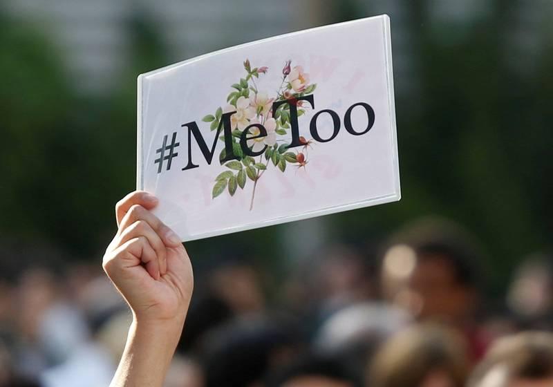 日本群馬縣草津町唯一女議員新井祥子,在痛訴自己遭73歲町長黑岩信忠性侵後,遭町內居民90%以上的同意票罷免。圖為日本MeToo運動。(路透)