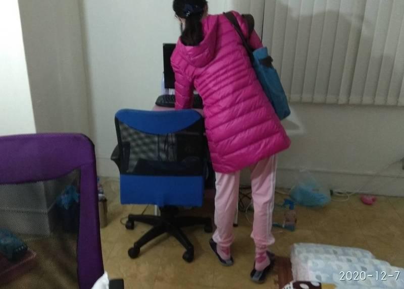彰化謝姓女子12年來被媽媽藏匿在租屋處,躲避父親找尋。(記者陳冠備翻攝)