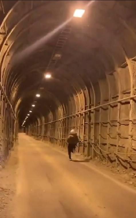 邱男失蹤前最後身影,跑進中橫便道隧道內。(記者歐素美翻攝)