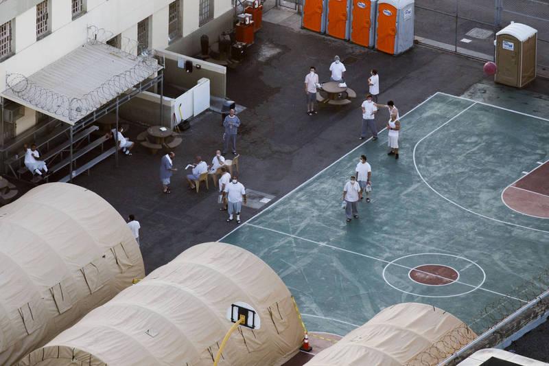 在武漢肺炎影響下,美國各地監獄中病例不斷增加,還傳出多名參與執行死刑人員確診。(彭博)