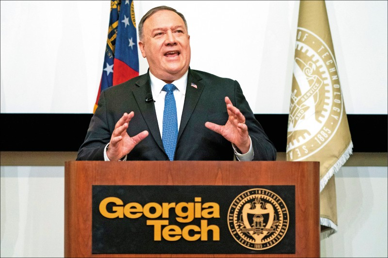 美國共和黨籍國務卿龐皮歐九日提出警告,呼籲美國境內大學針對中國學生及中方提供的協助進行審查。(彭博)