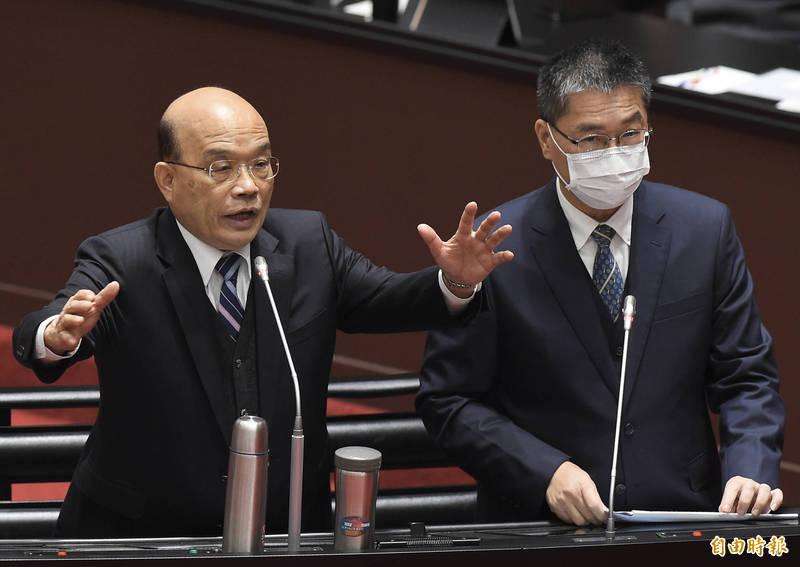 行政院長蘇貞昌(左)、內政部長徐國勇(右)今列席備詢。(記者簡榮豐攝)