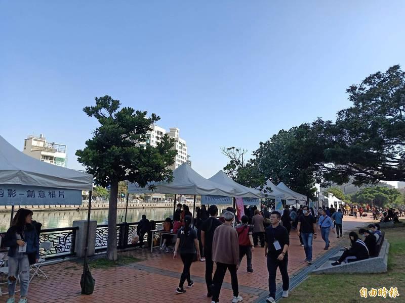 台南應用科技大學藝術學院今天舉辦第1屆水水安平國際河岸藝術節。(記者王姝琇攝)