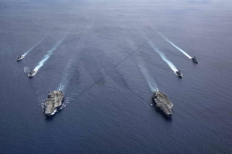 美國海軍雷根號航艦打擊群、尼米茲號航艦打擊群7月6日在南海聯合演訓。(美聯社檔案照)