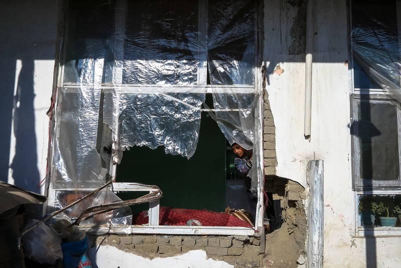 阿富汗首都又遭火箭彈攻擊,其中1枚在民宅上轟出一個大洞。(歐新社)