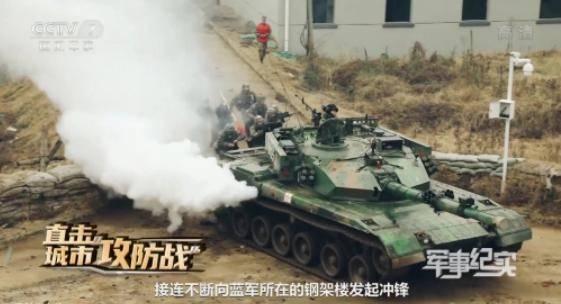 中國央視公開解放軍坦克巷戰演習畫面。(翻攝自微博)