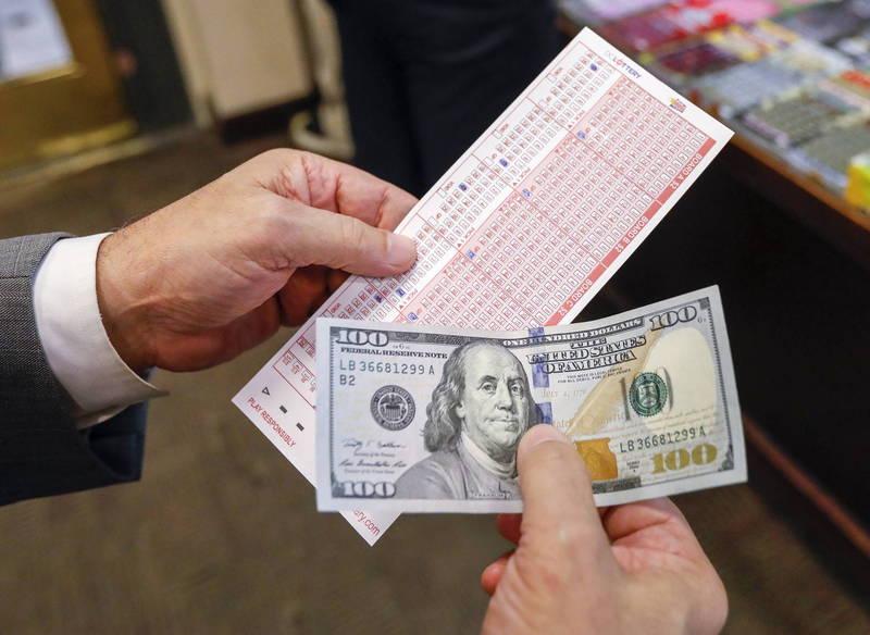 美男看電視牢記「4數字」,瘋買160張彩券竟全中,嗨賺80萬美金。示意圖。(歐新社)