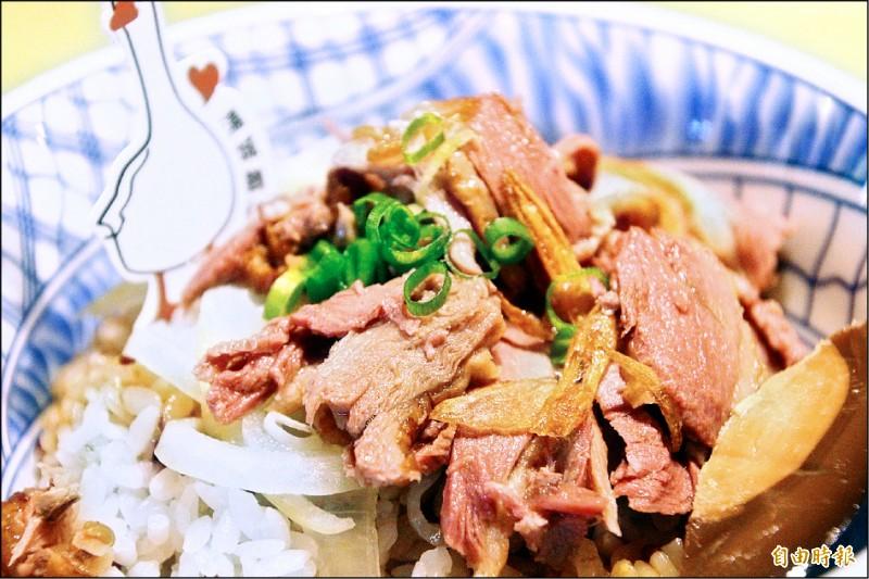 「茶鵝金蔥拌飯」奪得中華民國養鵝協會主辦「2020全台好吃鵝肉飯大盤點」第一名。(記者林宜樟攝)