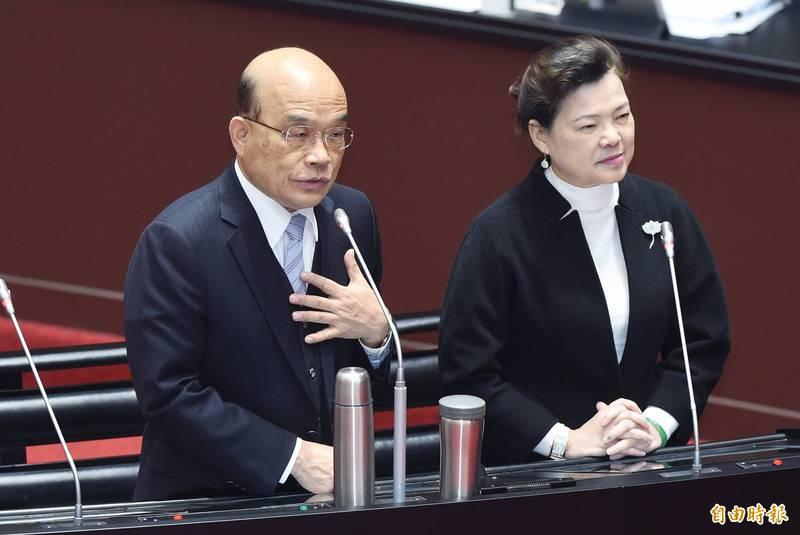 立法院15日院會進行總質詢,行政院長蘇貞昌(左)列席,與經濟部長王美花(右)同台答詢。他強調與蔡總統就日本食品議題常討論,但沒討論到開放的問題。(記者廖振輝攝)