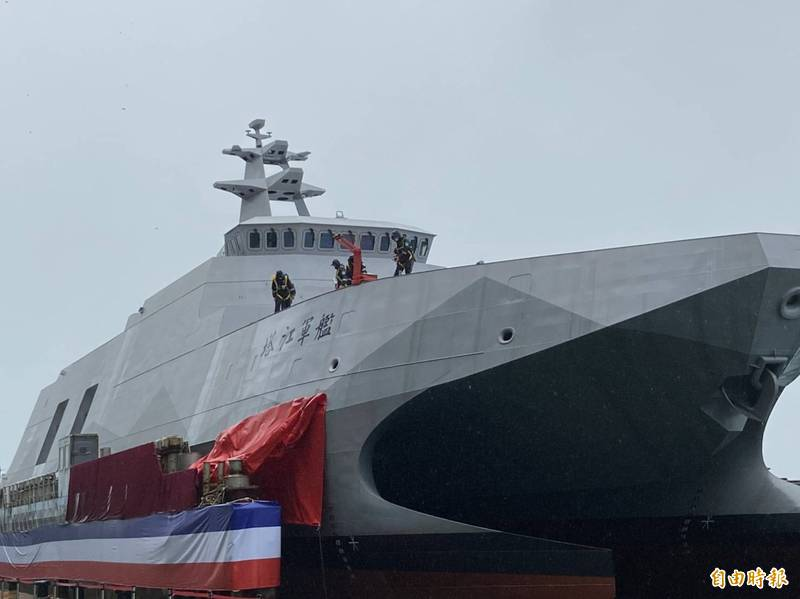 海軍沱江級巡邏艦後續量產型艦首艘艦今天命名下水,命名為「塔江」軍艦。(記者楊淳卉攝)