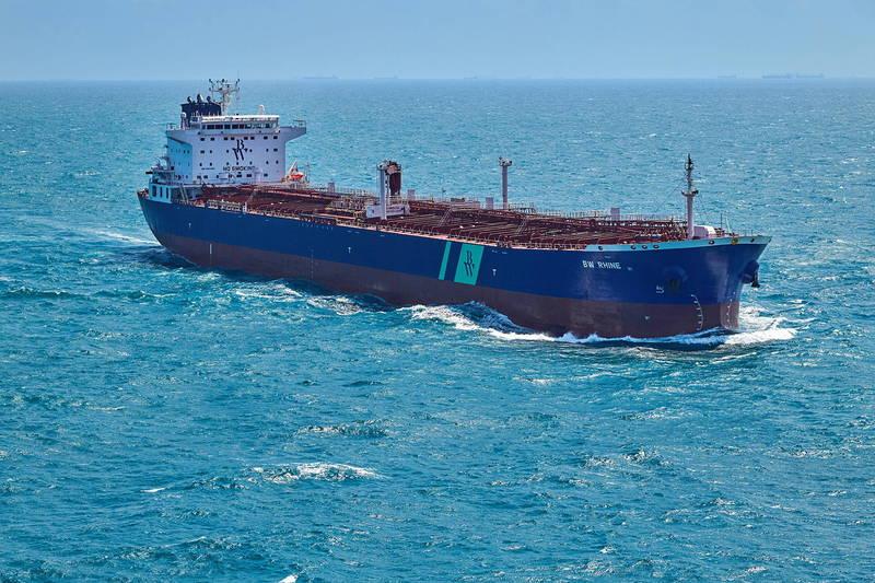 新加坡籍油輪「BW萊茵」遭到自爆小艇襲擊。圖為「BW萊茵」。(歐新社)