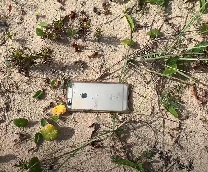 iPhone 6s從600多公尺高空墜下,除外觀有些破損,其他功能都正常,引起熱議。(圖擷取自Ernesto Galiotto YouTube)