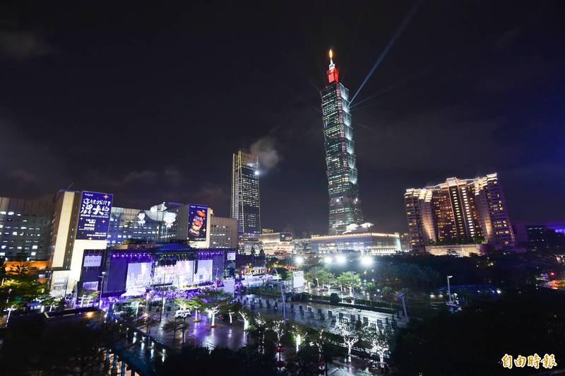 台北市交通局今日公布跨年晚會交通管制措施,信義計畫區當晚實施3階段交管,並提供3線散場接駁專車,信義區周邊13站YouBike暫停營運。(資料照)
