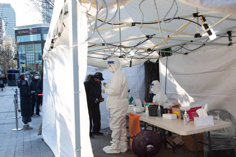 南韓境內武漢肺炎(新型冠狀病毒病,COVID-19)連續2天單日新增逾千病例。示意圖。(歐新社)