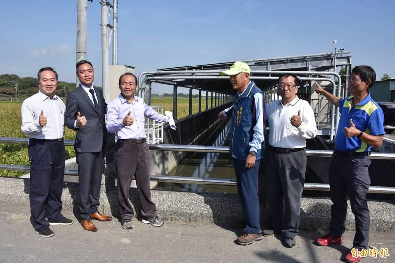 農田水利署屏東處萬丹圳路型太陽能光電完工發電。(記者葉永騫攝)