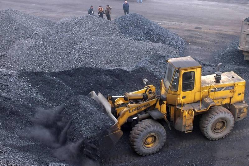 中國封殺從澳洲進口的煤炭,沒想到反害慘自己,為了節省用煤而發布的限電令,不只小型企業和小作坊停產,人民生活也相當困擾。(法新社)