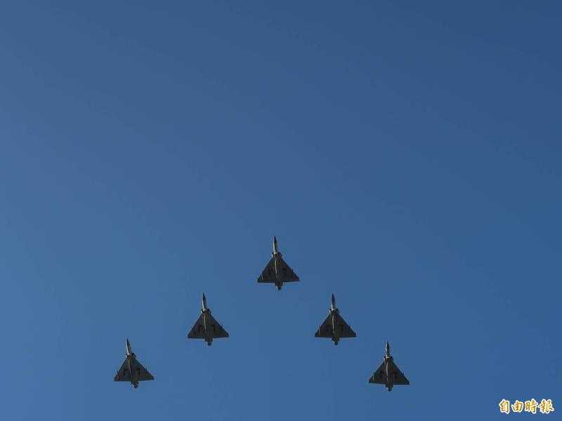 新竹市政府取消明年元旦升旗空軍幻象戰機衝場的表演,但仍會有升旗典禮,且有早餐市集和馬路塗鴉活動。(資料照,記者洪美秀攝)