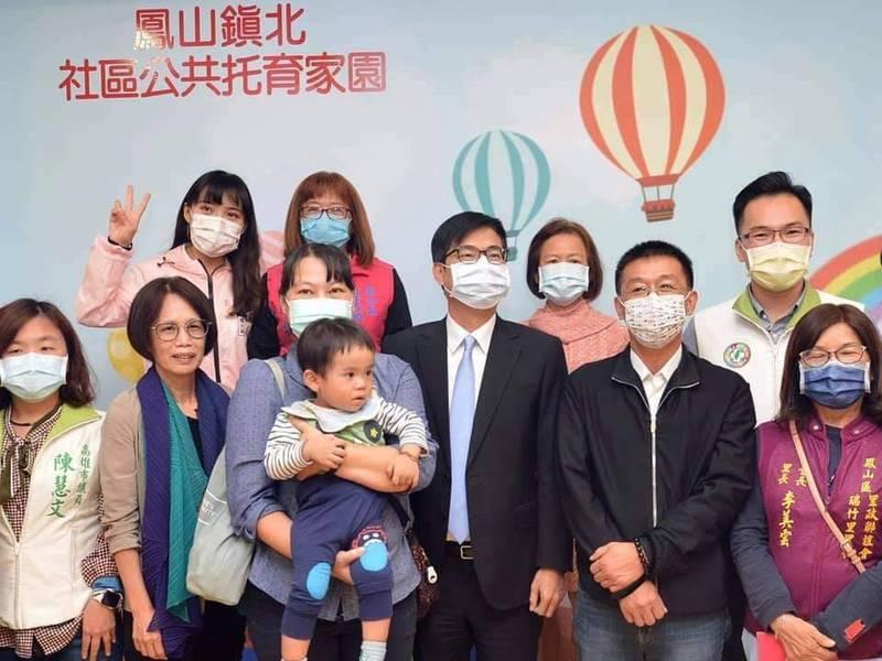 黃捷罷免案明年投票,鳳山議員林智鴻(右上)聲援黃捷(左上)會投反對票,留下一起改革的力量。(記者陳文嬋翻攝)