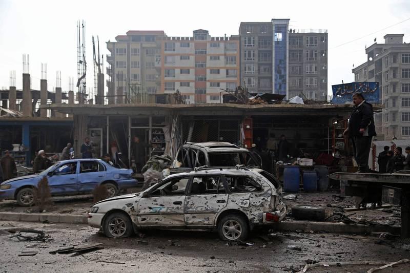 阿富汗首都喀布爾昨天(20日)發生一起汽車炸彈爆炸事件,造成至少9人死亡、20人受傷。圖為事發現場。(法新社)
