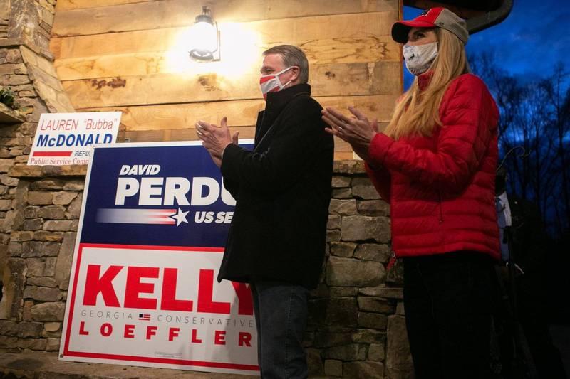 喬治亞州聯邦參議員下月補選,目前已有130萬選民提早投下神聖一票。圖為喬治亞州兩位共和黨現任參議員候選人,左為帕度,右為羅夫勒。(法新社)