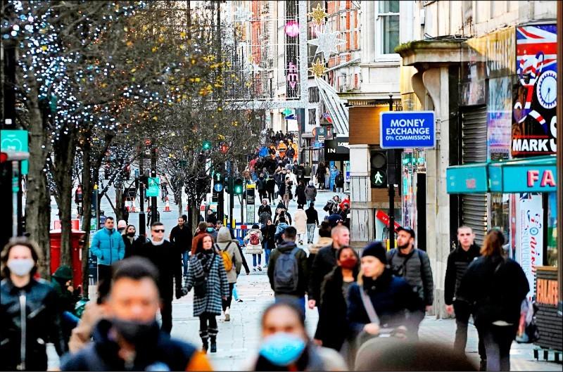 英國倫敦和英格蘭南部出現傳染力極高的武肺變種病毒,因而實施最嚴厲的第四級防疫措施,包括耶誕節禁止家族團聚。(法新社)