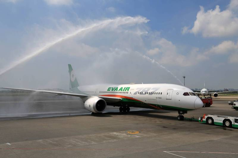 中央流行疫情指揮中心宣布明起台灣往返英國航班將減半,長榮航空表示將比照指揮中心規定辦理。(長榮航空提供)