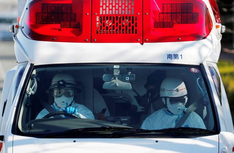 日本第三波疫情持續延燒,其中位在日本西南部的廣島縣是這波疫情中遭到重創的地區之一,當地的疫情擴散嚴重,造成當地多間醫院爆發人員群聚感染的狀況,被迫暫停醫療服務數日。示意圖,為日本救護車。(路透)