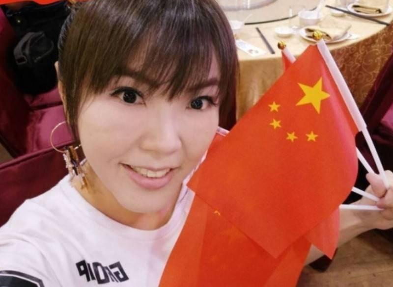 舔共女星劉樂妍(見圖)22日在微博發文抱怨,4年前在北京坐黑車被騙30元的影片被人公布,害她成為全台灣的笑話,氣得直呼自己是「全燕郊最紅的女明星」。(圖取自劉樂妍微博)